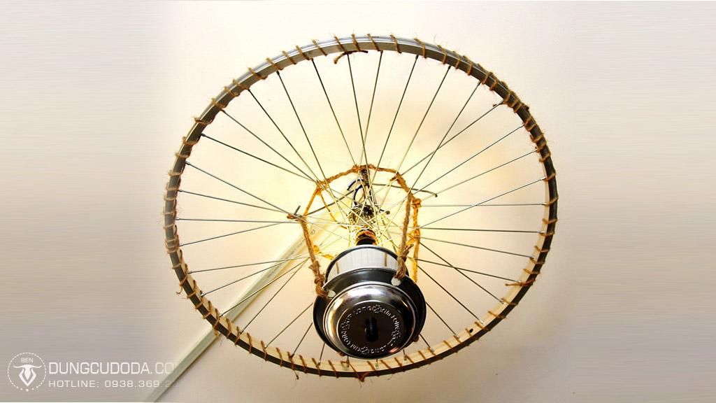 Đèn chùm được làm từ bánh xe đạp